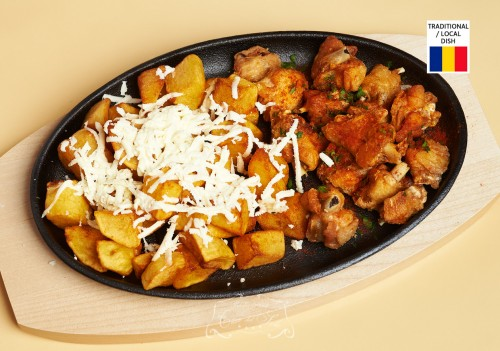 Jumeri din aripi de pui cu cartofi fripti si branza