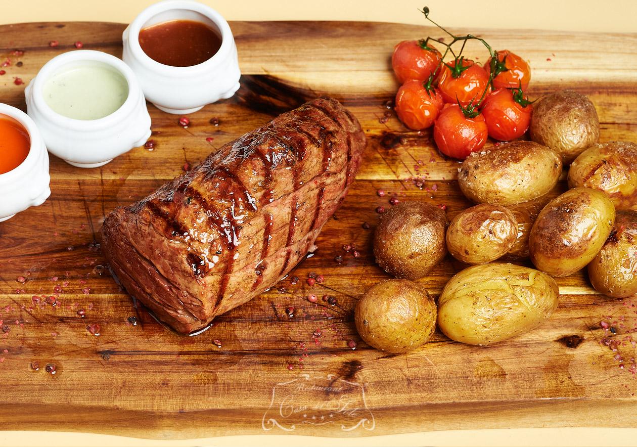 Chateaubriand insotit de 3 sosuri si cartofi agatha la cuptor (pentru 2 persoane)