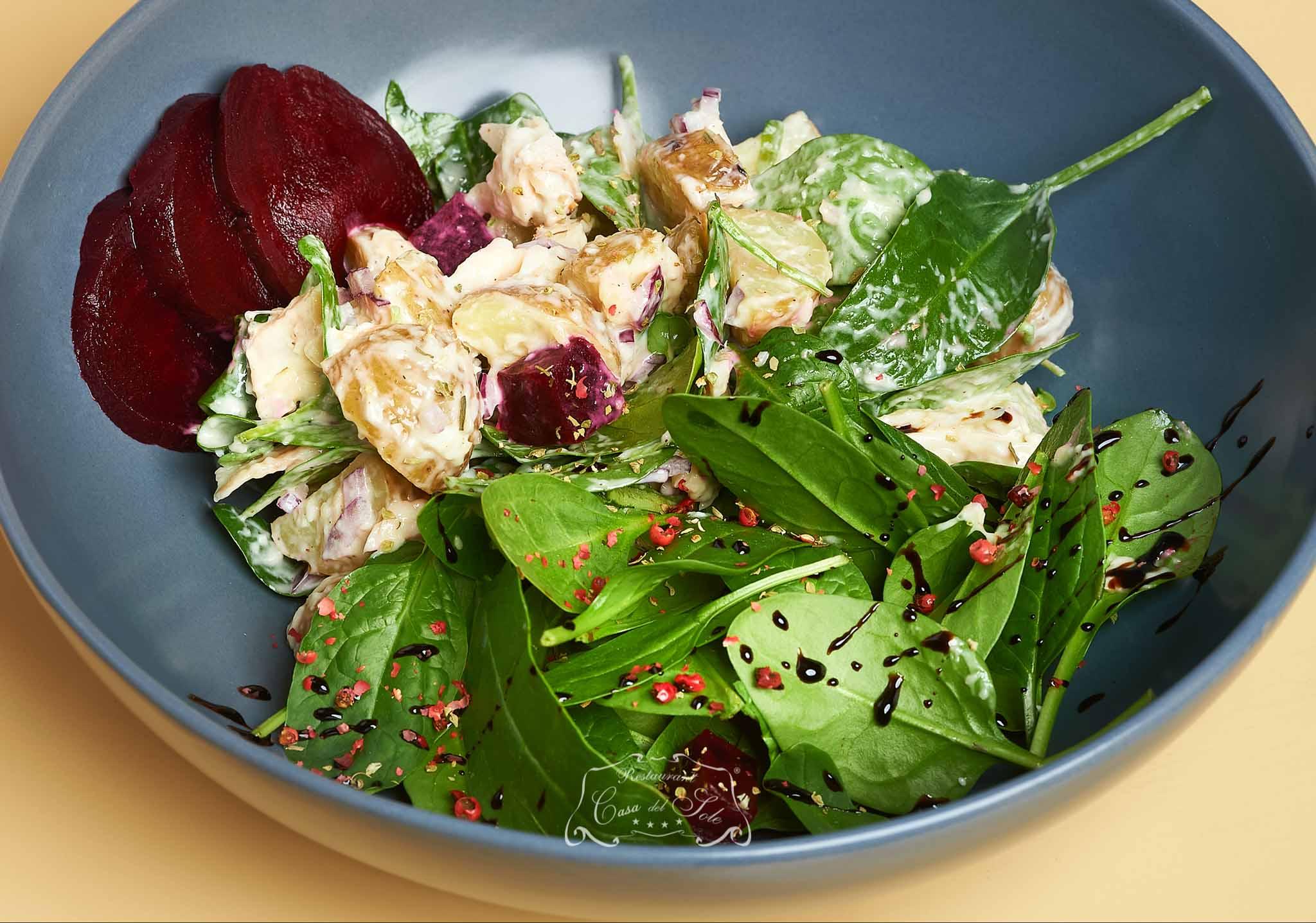 Livram la domiciliu Salata cu pastrav afumat si sfecla inabusita in Timisoara