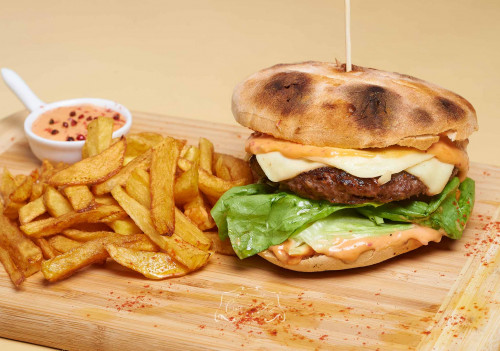 Livram la domiciliu Burger reinterpretat (100% made in house) in Timisoara