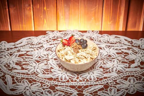 Salata Waldorf 0.8 kg livram acasa ori la birou in Timisoara